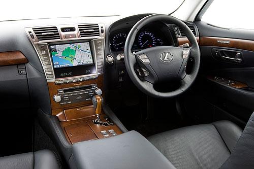 Toyota Lexus LS460 dashboard