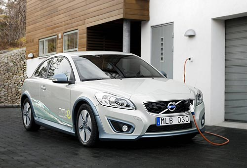 Charging the battery in the Volvo C30 electric car