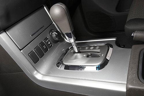 nissan-navara-dual-cab-interior