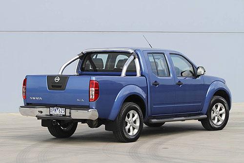 nissan-navara-dual-cab-rear