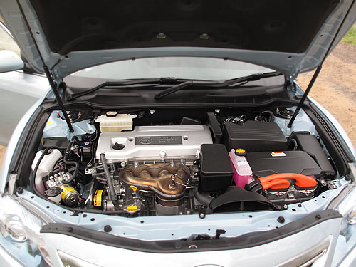 You won't see the standard 12 volt battery here in the engine compartment ... it's tucked away in a corner of the boot.