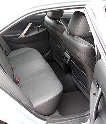 toyota-hybrid-camry-interior
