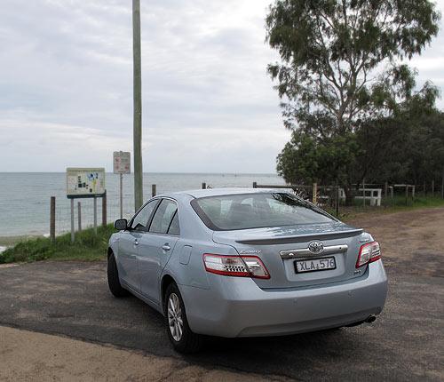 toyota-hybrid-camry-rear