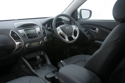 The dashboard and controls for the ix35 Highlander