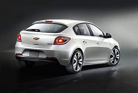 holden-cruze-hatch-rear