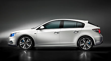 holden-cruze-hatch-side