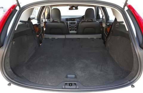 s60-sports-wagon-interior-2