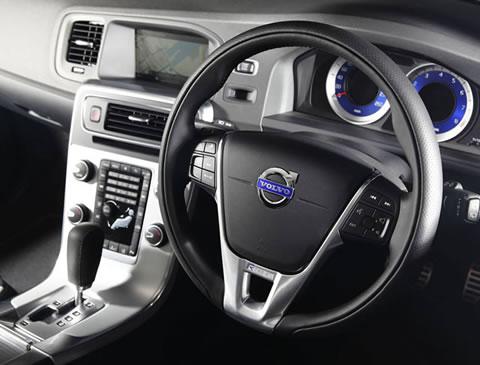 The V60 T6 R-Design Sports Wagon dashboard