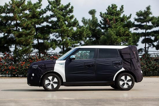 Kia Soul Electric - side view